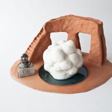 Oomori Kaizuka (détail de l'installation Asobiba Reactivated Memories) - 2018/ Grés, porcelaine, émail/ H 25 x L 45 x P 40 cm/ Collection FRAC Grand Large - Hauts-de-France