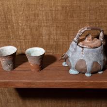Vue de l'exposition Kasekian – Fossilothèque/ Grès, porcelaine, émail/ Dimensions variables/ ©Baptiste Coulon