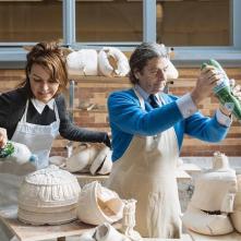 Réalisation d'oeuvres en céramique au CERCCO par John M Armleder et Morgane Tschiember, novembre 2017 © HEAD – Genève, Nicolas Schopfer